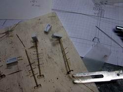 Nach dem Löten können die feinen Drähte eingezogen werden und die SMD LED angelötet werden. Danach gehts ins Spritzwerk.