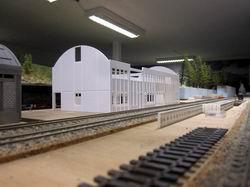 Och, das wird mal ein Bahnhof! Welch krasser Gegensatz zu den sonst anzutreffenden einfachen Holzgebäuden der RhB.
