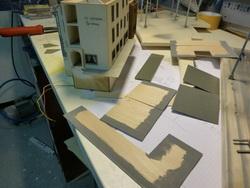 Es wurden danach noch einige Änderungen und Anpassungen am Gebäude vorgenommen, bis es dann auf die Anlage gesetzt werden konnte.
