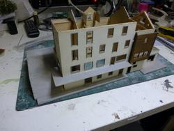 Hier noch nachgereicht, die Umbauarbeiten zu Filisur. Das Hotel Grischuna konnte als begonnener Bausatz von HR Modellbau gekauft werden.