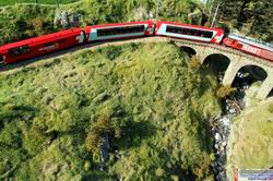 Gut zu erkennen der recht starke Kurvenverlauf auf dem Viadukt.