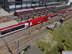 Auf Gleis 3 verlässt der Glacier Express Richtung St. Moritz