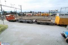 Die leeren Wagen werden in die hinteren Gleise gebracht um sie mit Baumaterialien zu beladen.