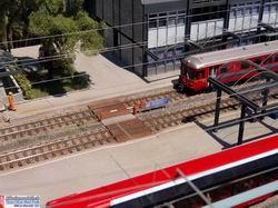 Durchgang zwischen Bahnhofgebäude und Cargo Gebäude Thusis