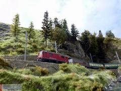 In Ilanz ist die Valserwasser Verladestation angesiedelt. Zahlreiche Güterzüge belegen den kräftigen Durst der Schweizer...