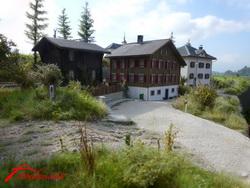 Nach langer Zeit folgt wieder mal ein Bildbericht. Die Gebäude Wärterhaus, Haus bei Post Disentis und Haus Darms.