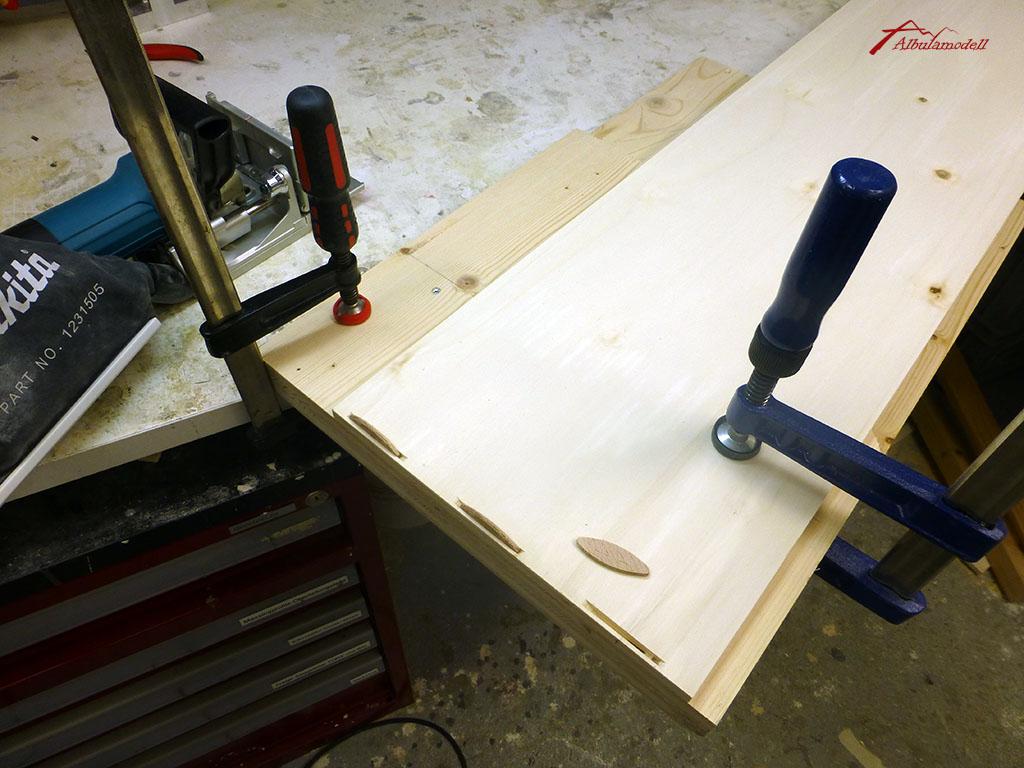Die Module wurden erstmals mit Flachdübeln zusammengebaut. Etwas fummelig, aber sauber und stabil.