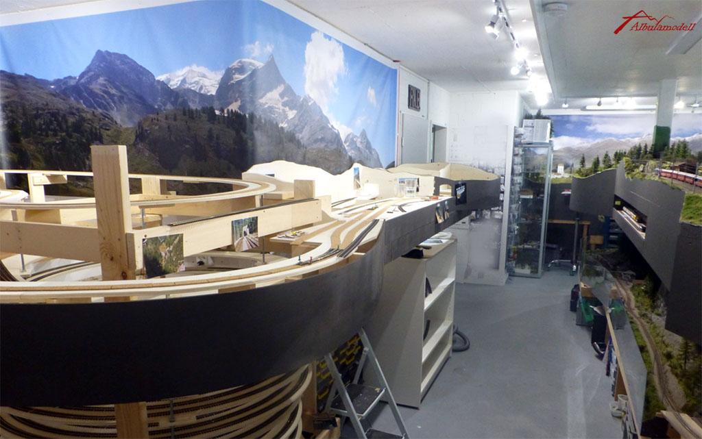Blick aus der Gegenrichtung. Links ist der Lawinenablenkkamm und Fuegna Galerie geplant.